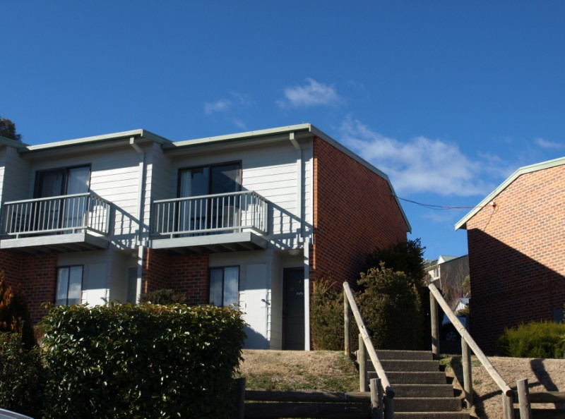 Jindabyne Cottage - 4 star holiday townhouse
