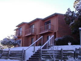 Jindabyne Cottage in the snow